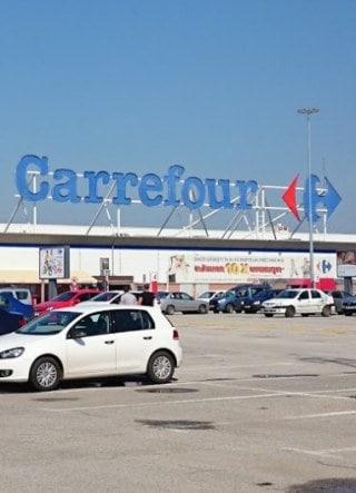 magazin Carrefour Militari